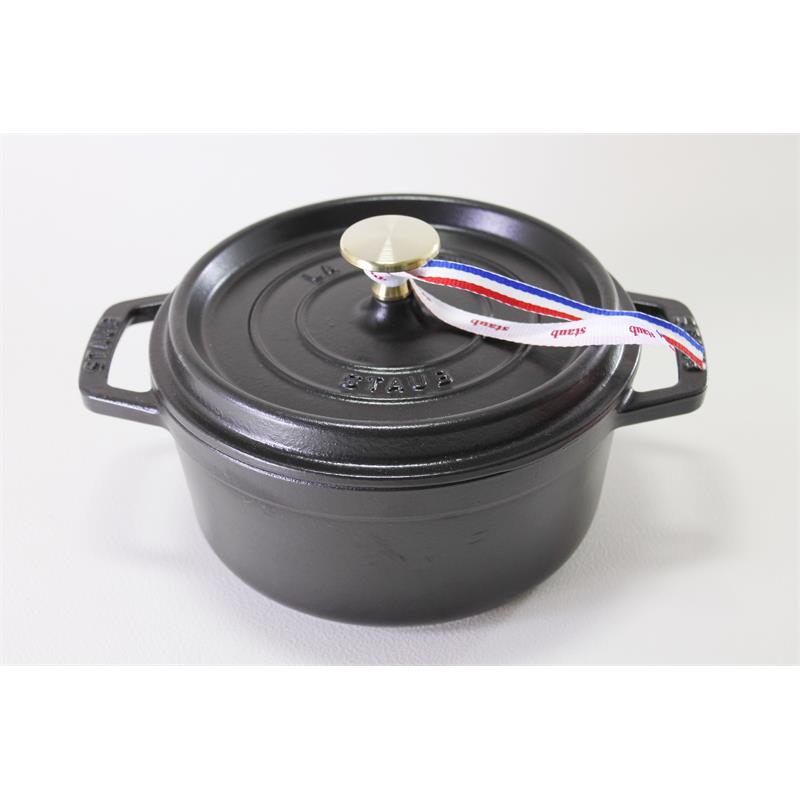 staub cocotte br ter rund schwarz 18cm gusseisen induktion bratentopf schmortopf eur 169 00. Black Bedroom Furniture Sets. Home Design Ideas