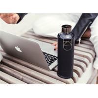 Equa Mismatch Graphite Trinkflasche aus Glas 750 ml mit Kunstlederhülle und Metalltragegriff
