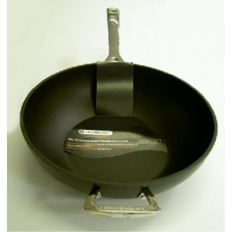 le creuset aluminium wok pfanne 30cm m gegengr. Black Bedroom Furniture Sets. Home Design Ideas